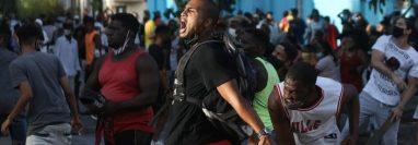 Según contó una manifestante de San Antonio de los Baños a BBC Mundo, la protesta inicial fue organizada el sábado a través de las redes sociales para este domingo a las 11:30 AM (hora local).