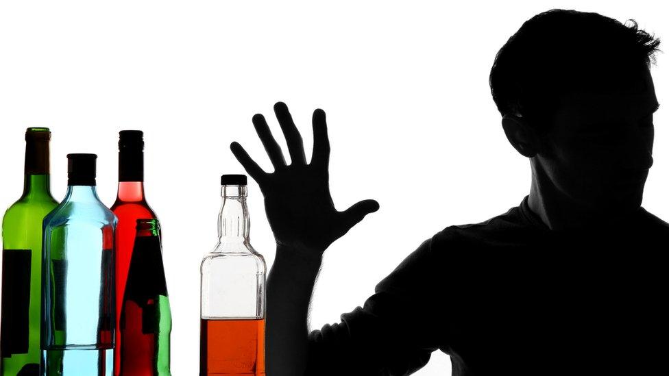 El estudio que vincula el alcohol a 740.000 casos globales de cáncer