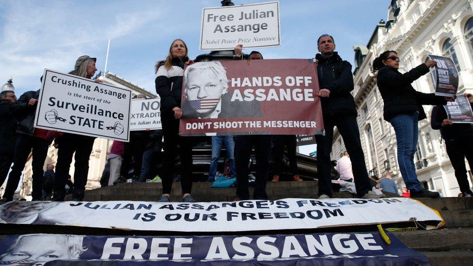 Por qué la Justicia de Ecuador le quitó la ciudadanía de ese país a Julian Assange