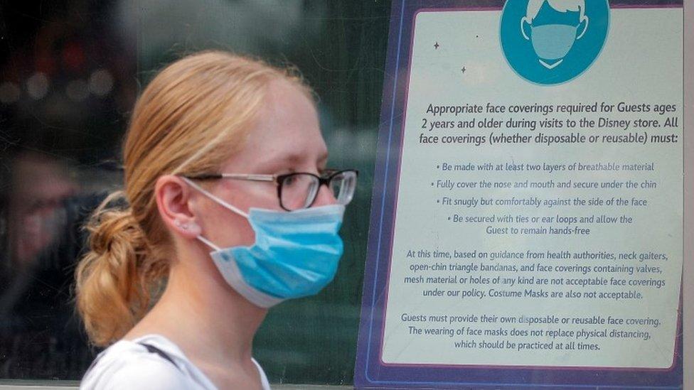 Coronavirus en EE.UU.: por qué las autoridades vuelven a recomendar el uso de mascarilla, incluso entre los vacunados