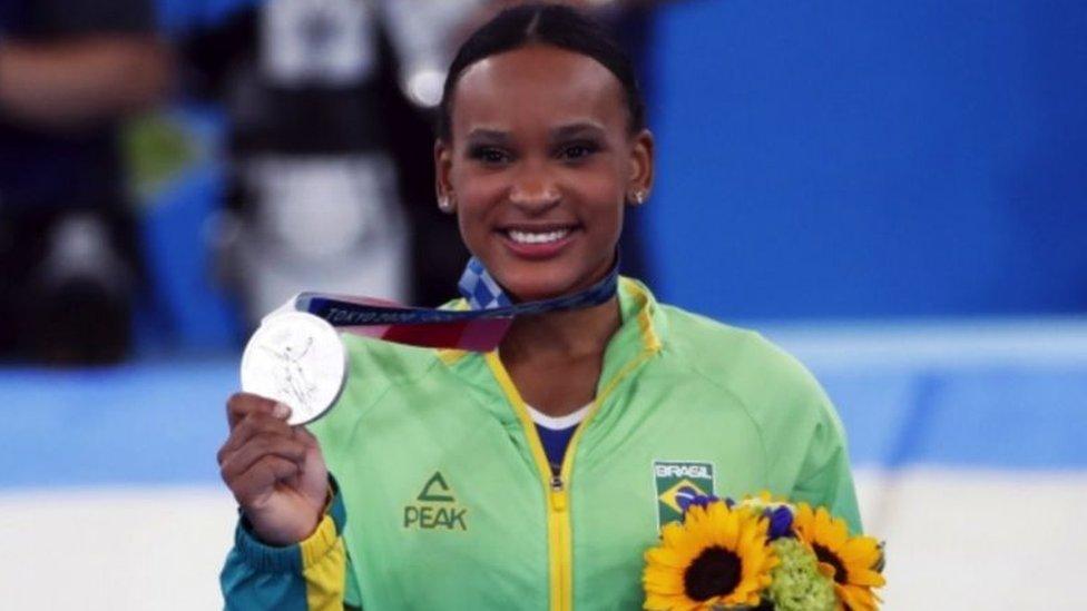 """Rebeca Andrade, la primera latinoamericana en ganar una medalla en el """"all-around"""" de gimnasia en unos Juegos Olímpicos"""