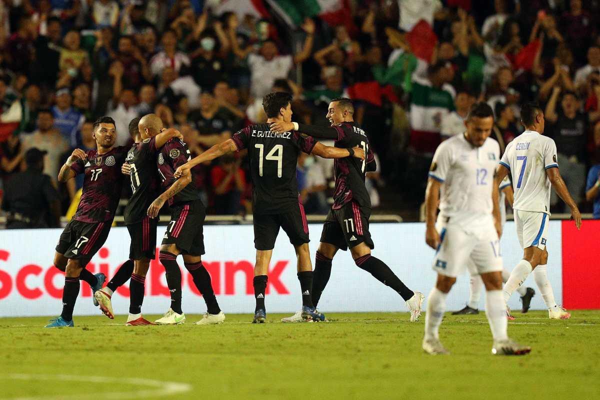 México vence con sufrimiento a El Salvador y termina como líder de Grupo en Copa Oro