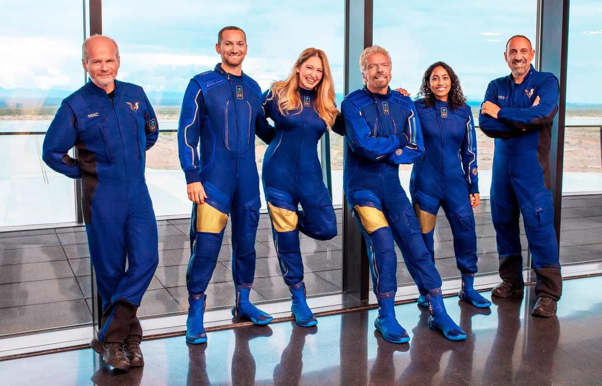 Multimillonario Branson quiere ganarle a Jeff Bezos en la obsesionada carrera espacial