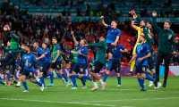 Los juadores de Italia celebran el pase a la final ante Inglaterra después de vencer a España en la tanda de penales. Foto Prensa Libre: EFE.