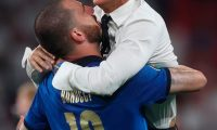 London (United Kingdom), 11/07/2021.- Leonardo Bonucci of Italy and Italy's head coach Roberto Mancini celebrate winning the UEFA EURO 2020 final between Italy and England in London, Britain, 11 July 2021. (Italia, Reino Unido, Londres) EFE/EPA/Carl Recine / POOL (RESTRICTIONS: For editorial news reporting purposes only. Images must appear as still images and must not emulate match action video footage. Photographs published in online publications shall have an interval of at least 20 seconds between the posting.)