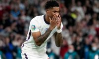 London (United Kingdom), 11/07/2021.- Marcus Rashford of England reacts after missing a penalty during the UEFA EURO 2020 final between Italy and England in London, Britain, 11 July 2021. (Italia, Reino Unido, Londres) EFE/EPA/Frank Augstein / POOL (RESTRICTIONS: For editorial news reporting purposes only. Images must appear as still images and must not emulate match action video footage. Photographs published in online publications shall have an interval of at least 20 seconds between the posting.)