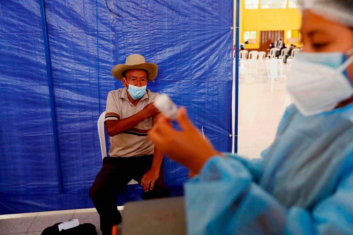 """Cómo funciona la """"combinación"""" de vacunas contra el covid-19 y cuáles aplican para Guatemala"""