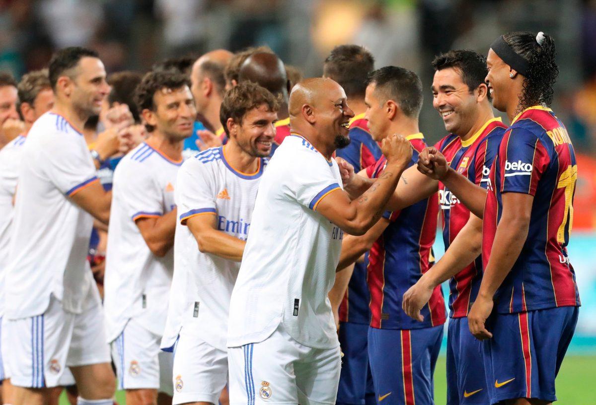 Real Madrid le gana al Barcelona el Clásico de Leyendas y Ronaldinho se roba el show
