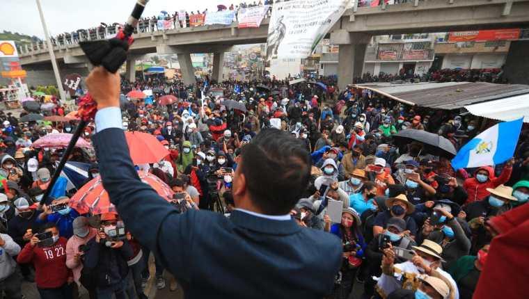 En Cuatro Caminos, Totonicapán, líderes indígenas protestan contra la corrupción en Guatemala. (Foto Prensa Libre: Carlos Hernández)