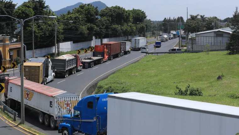 Cámaras dicen que los bloqueos afectan, en primer lugar, el abastecimiento de productos. (Foto Prensa Libre: Juan Diego González)