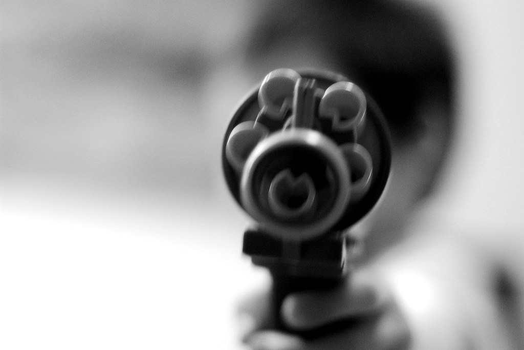 Niño de 12 años dispara con un rifle y mata a un hombre que entró en su casa, en Estados Unidos