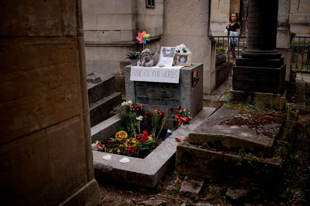 Seguidores de The Doors viajan a París para rendir homenaje a Jim Morrison, en el 50 aniversario de su muerte