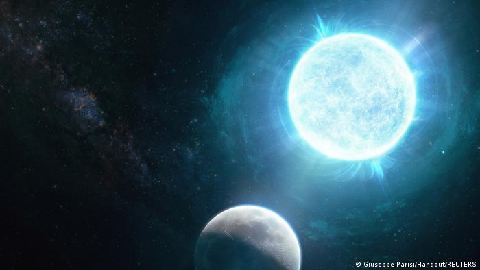 Esta ilustración muestra la enana blanca con la luna de la Tierra mostrada de cerca para una comparación de tamaño.(Giuseppe Parisi/Handout/REUTERS)