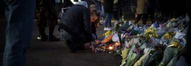 Violaciones reportadas en Gran Bretaña rara vez se enjuician. Flores en Londres a Sarah Everard, una víctima. (Mary Turner para The New York Times)