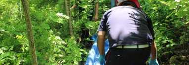 El cuerpo de Melissa Alejandra Palacios Chacón fue localizado en un área boscosa de Río Hondo, Zacapa. (Foto Prensa Libre: CBMD)