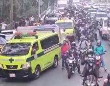 Accidente complica el tránsito en la Villalobos. (Foto Prensa Libre: PMT de Villa Nueva)