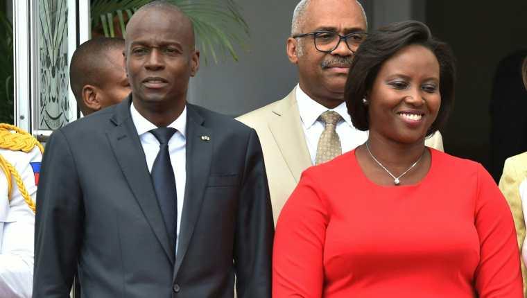 Jovenel Moise y su esposa Martine Moise  en una fotografía de archivo. El presidente haitiano fue ultimado en su vivienda por un comando armado. (Foto Prensa Libre: AFP)