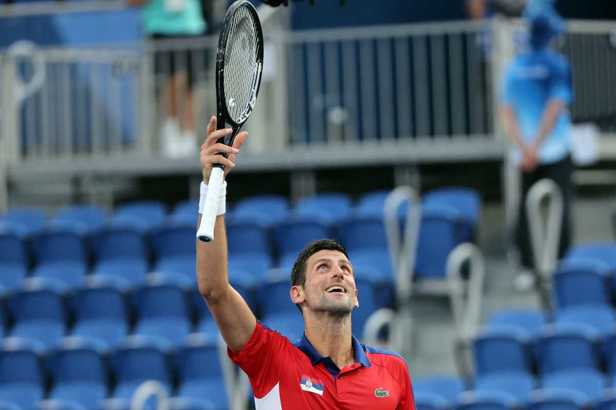 Novak Djokovic supera un obstáculo más, está en cuartos en Tokio 2020 y mucho más cerca de su 'Golden Slam'