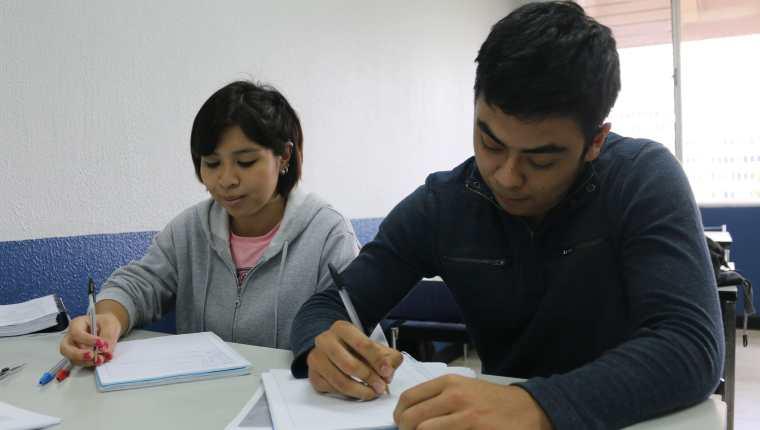 De las personas capacitadas en el idioma inglés, alrededor del 70% acceden directamente a trabajar en el sector de Contact Center & BPO. (Foto Prensa Libre: Cortesía Agexport)