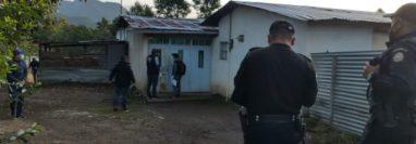 Autoridades efectúan operativo en Santa Lucía Utatlán, Sololá, por caso de pornografía infantil. (Foto Prensa Libre: MP)