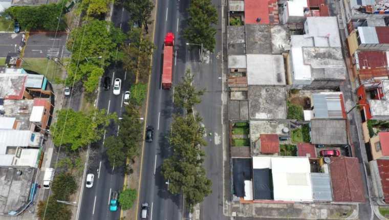 Un colector, ubicado en 31 avenida, entre 10ª. y 11ª. calles de la zona 7 en el Periférico Sur, fue dañado por una falla geológica. (Foto Prensa Libre: Hemeroteca PL)