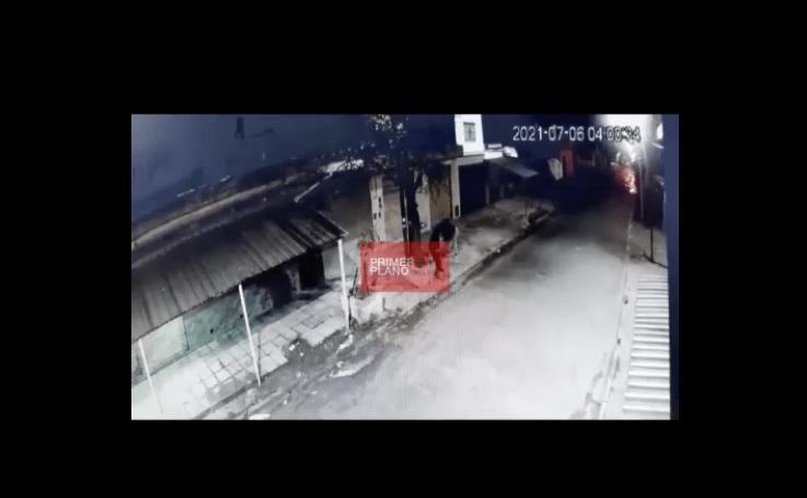 Video: policía mata a hombre que le roba mientras se dirigía a trabajar