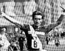 Doroteo Guamuch Flores cruzó la meta  de la maratón de Boston tras 2 horas 31 minutos y 53 segundos. (Foto Prensa Libre: Hemeroteca PL).