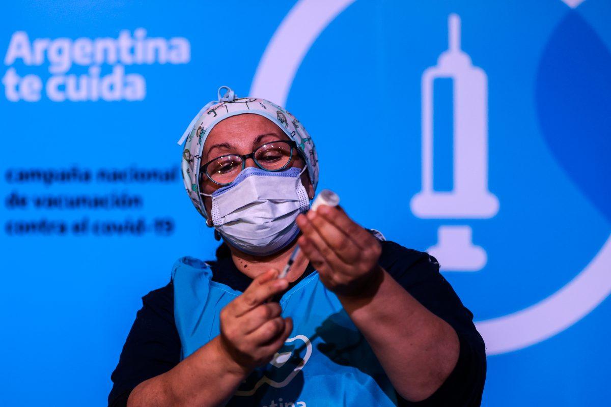 Argentina reclama a Rusia por atrasos en entregas de la vacuna Sputnik V y advierte con romper el contrato