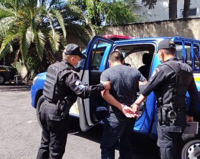 Capturan a custodio por herir a dos compañeros en una chicharronería