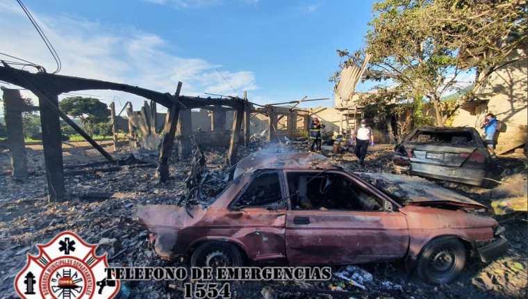 Serios daños a causa de una explosión de una cohetería en Santo Domingo Xenacoj. (Foto Prensa Libre: CBMD)
