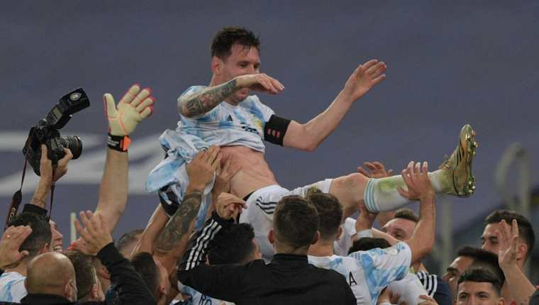 Los jugadores de Argentina celebran el título de la Copa América. (Foto Prensa Libre: AFP)