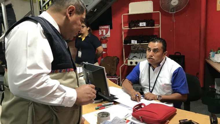 La SAT llevará a cabo el programa de fiscalización masiva del 10 al 31 de julio en 10 mil comercios ubica dos en diferentes regiones del país. (Foto Prensa Libre: Hemeroteca)