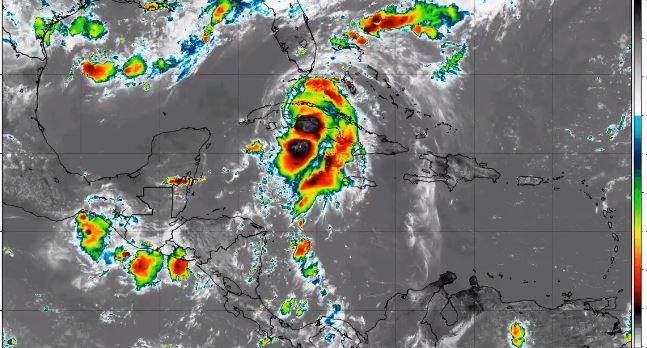 Elsa descarga fuertes lluvias en Cuba con la vista en los Cayos de Florida