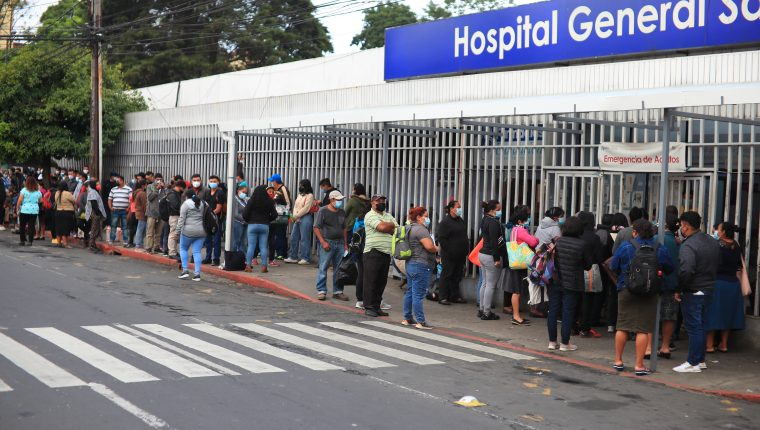 Los hospitales de referencia del país han tenido que limitar la atención en las consultas externas debido a que concentran sus servicios a la pandemia del covid-19. (Foto Prensa Libre: Hemeroteca PL)