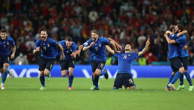 Los jugadores de Italia celebran la victoria en penales ante España. Foto @azzurri
