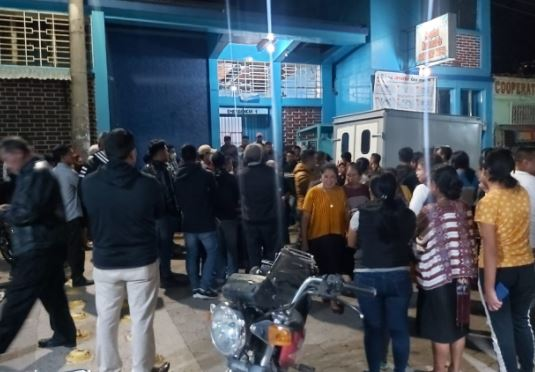 Enfermero muere baleado en hospital de San Pedro Necta. (Foto Prensa Libre: Mike Castillo)