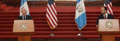 Alejandro Mayorkas, secretario de Seguridad de EE. UU. y el canciller Pedro Brolo informan sobre temas tratados en reunión. (Foto Prensa Libre: Esbin García)