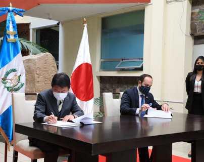 Guatemala y Japón firman acuerdo para avanzar en reconstrucción por daños que dejaron las tormentas Eta e Iota