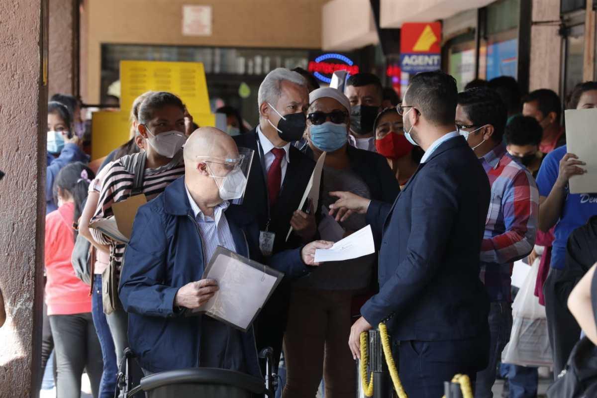 Continúan problemas con la emisión de pasaportes pese a nuevas medidas