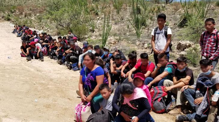 Entre el grupo de migrantes indocumentados capturados en Arizona, se cuentan unos 90 menores guatemaltecos no acompañados. (Foto Prensa Libre: Tomada de Expreso.com.mx
