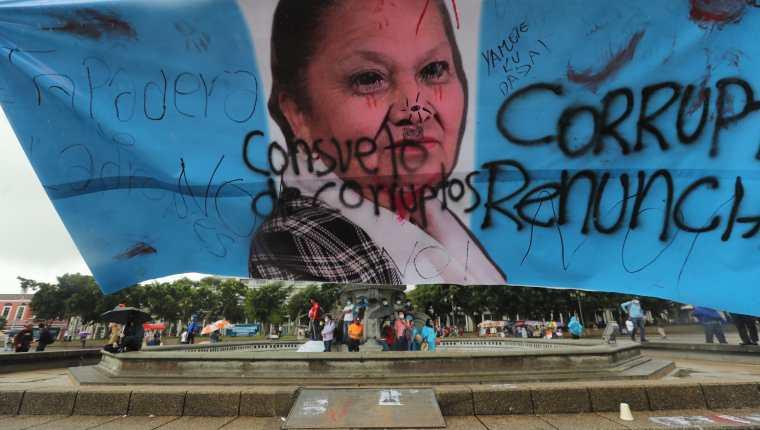Una protesta en contra de la fiscal general Consuelo Porras en la Plaza de la Constitución. (Foto Prensa Libre: Hemeroteca PL)