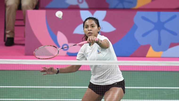 La historia del bádminton guatemalteco tendrá siempre grabado el nombre de Nikté Sotomayor en letras de oro. En los Juegos Panamericanos de Lima 2019, se convirtió en la primera mujer en ganar una presea panamericana para este deporte. Ahora, la atleta guatemalteca será la primera badmintonista en representar al país en unos Juegos Olímpicos. Foto Prensa Libre: COG