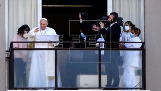 El Papa Francisco reaparece desde el hospital para pedir acceso a la sanidad para todos