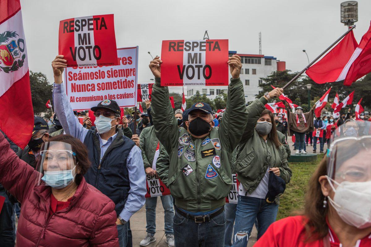 Denuncias de fraude no probadas retrasan el resultado electoral en Perú y enardecen a la derecha