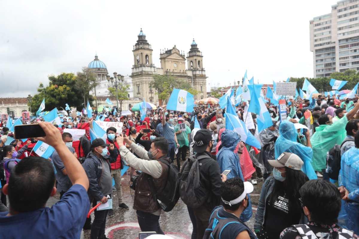 Guatemaltecos manifiestan contra Giammattei, Porras y denuncian que el Estado ha olvidado a la provincia