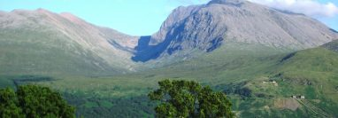 Ben Nevis en Escocia, el pico más alto de Gran Bretaña, es popular y conocido por su terreno traicionero. (Thincat)
