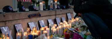 Homicidios en EU subieron 25 por ciento en 2020. Honran a nueve personas abatidas en San José, California. (Mike Kai Chen para The New York Times)
