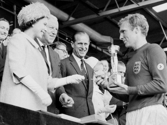 La Familia Real compartió esta postal en redes sociales, para apoyar a Inglaterra en la final de la Eurocopa. (Foto Prensa Libre: @theroyalfamily)