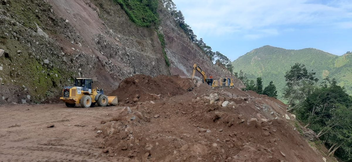 Un equipo de 80 personas continúa en busca de víctimas por un derrumbe en Tajumulco