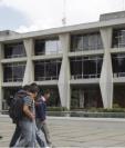 La Usac actualmente funciona como centro de vacunación contra el covid - 19 y ya gestiona los protocolos para vacunar a su personal administrativo y estudiantes. Fotografía: Prensa Libre.